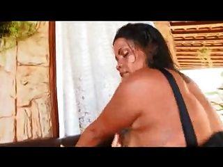 أمي البرازيلي مع الحمار العملاق