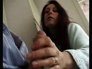 زوجة بريطانية تعطي العادة السرية الحسية وتمتص إلى بعل!