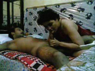 امرأة باكستانية مارس الجنس من قبل رجل الجيش