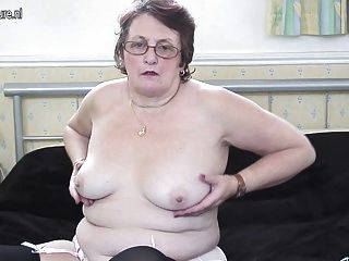 الجدة الكبيرة أنيق لا يزال يحب الحصول على نفسها الرطب