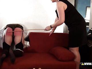 لينا ك يعاقب خادمة الذكور