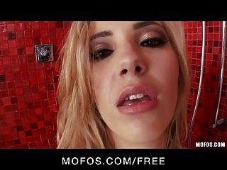 mofos يلعب الساخن فارس الاشقر صوفيا مع نفسها في الحمام