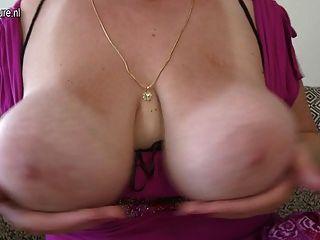 أمي رائع مع الحمار الدهون وضخمة الثدي