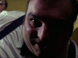 إدوج فينش شرطية على لاعبي الفريق الإباحية