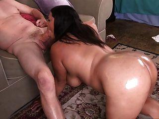 السمين فتاة خشب الأبنوس مارس الجنس من قبل الرجل البالغ من العمر