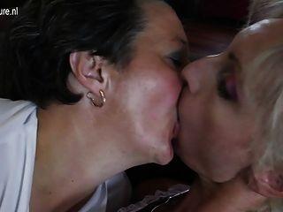 العمر مثليات النافورات ويمارس الجنس مع فتاة
