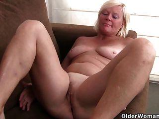 بلجيكا الجدة يحب استمناء في جوارب طويلة
