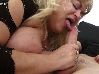 الكبيرة الناضجة أمي قنبلة الجنس يحصل على اللعنة جيدة من الصعب