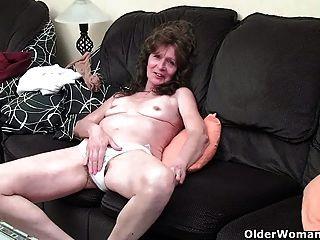 الجدة مهلهل مع إصبع الثدي المترهل الملاعين مهبل مشعر