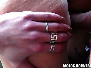 تحصل مارس الجنس امرأة سمراء التشيكية الطبيعية