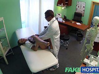 fakehospital ممرضة الساخنة الحافات طريقها إلى رفع