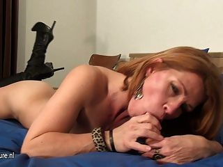 يحب الجبهة الهواة إلى نفضة قبالة على سريرها