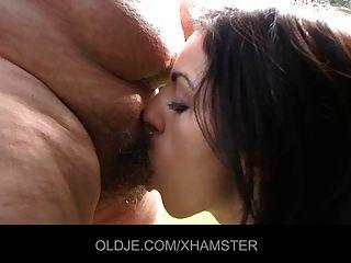 تحصل مارس الجنس رجل يبلغ من العمر قبل سن المراهقة nympho جذاب