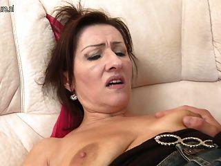 أمي ناضجة الساخنة مارس الجنس من قبل ابنها الشاب