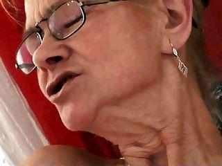 lezboz العمر