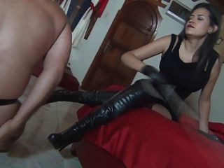الضرب بالعصا تفوق الإناث من قبل كاليندا