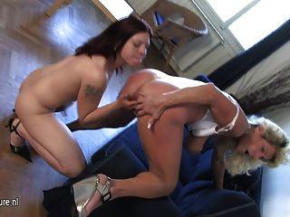 ربة منزل قرنية يلعب مع ابنة في سن المراهقة الساخنة