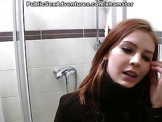 أحمر الشعر مع الوجه البريء تفعل الاشياء منحرفة في سنة النشر