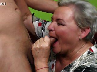 مطيع كبير الجدة ممارسة الجنس معها صبي صغير
