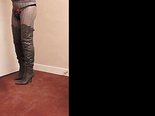 thighboots مؤتمر نزع السلاح نادين، الكعب العالي والملابس الداخلية