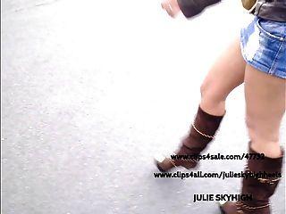 المتلصص: فتاة مثير في متجر عام في sexyboots وتنورة قصيرة