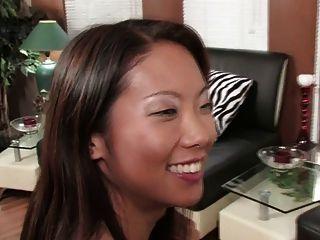 امرأة سمراء رائع وحصة الآسيوية مثير دسار مزدوجة (HD)
