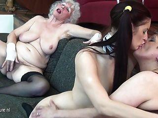 الجدة الملاعين لها فتاة شابة وناضجة الجبهة