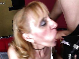 ناضجة وقحة أمي مارس الجنس من قبل صبي ويحصل على الوجه