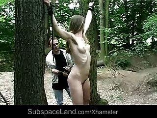 كلودي التي اتخذت في الغابة أن يضرب ومارس الجنس