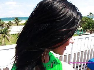كبير أنجلينا titted كاسترو الجنس على سقف في ميامي !؟