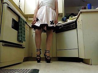 راي سيسي في ثوب جديد وسيسي الوردي في المطبخ