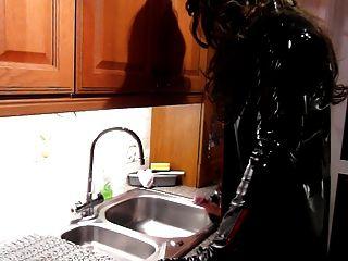 العادة السرية بالوعة المطبخ في بولي كلوريد الفينيل والفخذ أحذية