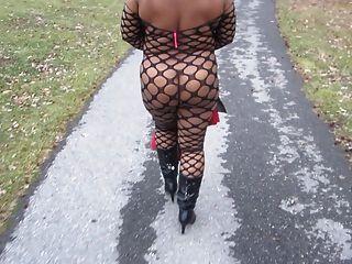 ل Wifey التمشي على الطريق