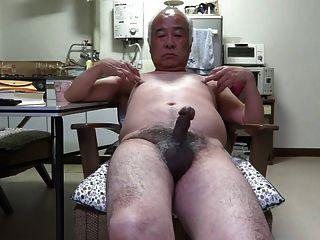 اليابانية الرجل القضيب القديم نشل إلى الحلمات تعمل باللمس