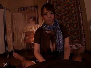 اليابانية رائع مع كبير الثدي