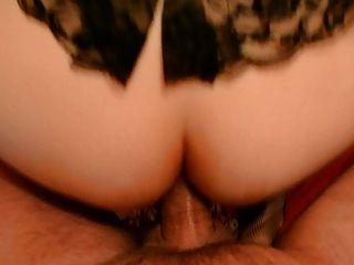 امرأة سمراء في korsett ES الأوراد braucht في arsch دن