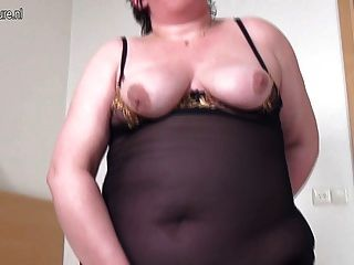 الدهون الجدة الكبيرة المتعطشة لاللعنة جيدة