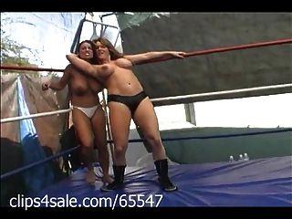 الضوء على المصارعة النسائية في clips4sale.com