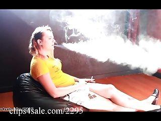 التدخين في clips4sale.com