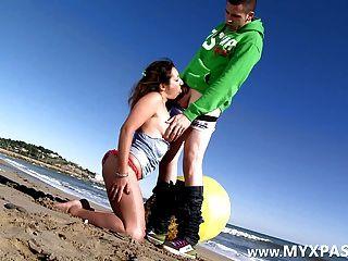 الفرنسية الاباحية شارلوت الحمار مارس الجنس على الشاطئ