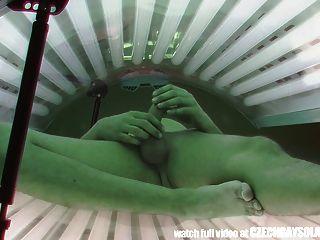 لقطات سرية اثنين من كاميرات تجسس في حمام عمومي