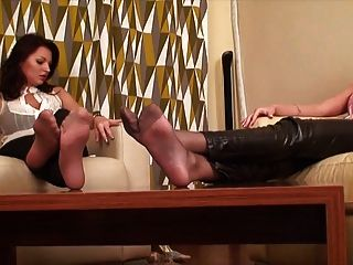 اثنين من بنات جنسي قدم وتجاهل صنم