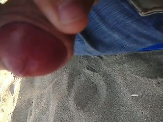 CUMING على الشاطئ