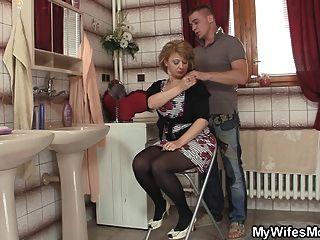 زوجة يخرج وانه الانفجارات لها أمي الساخنة