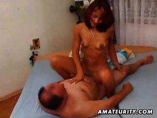 مارس الجنس صديقة الهواة وfacialized من قبل رجل الدهون