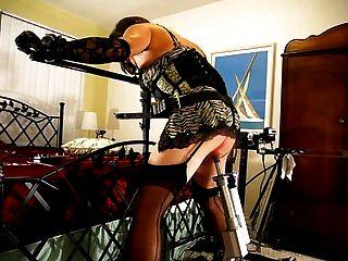 يتل ميس كريستي مارس الجنس ويضرب من قبل الأجهزة الروبوتية
