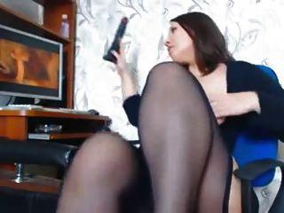 امرأة مع منحنيات جميلة يستمني يشاهدون الإباحية