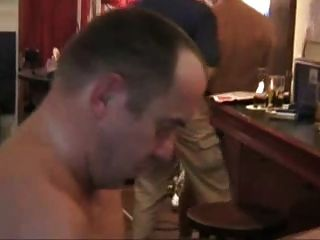 سرج والوجه في حانة العام.XXX