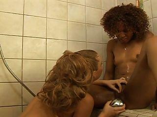 الداعر مثليه بين الأعراق في الحمام ... USB