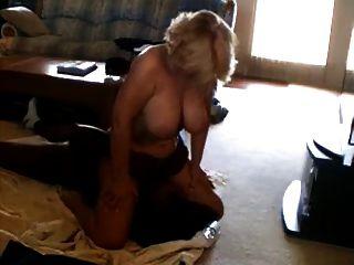 زوجة cuck جيدا مارس الجنس من قبل بي بي سي